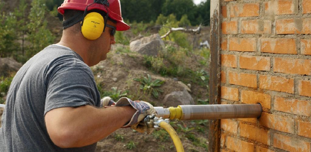 Применение колонковых буров и дрелей для сверления стен